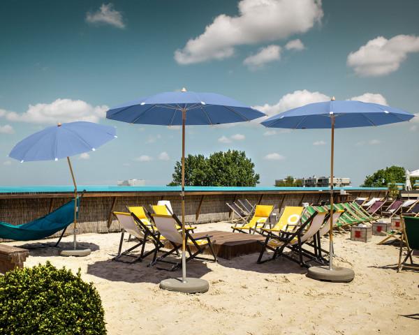 Stimmungsbild Sonnenschirm Alexo® Glatz rund Blau - bowi.ch