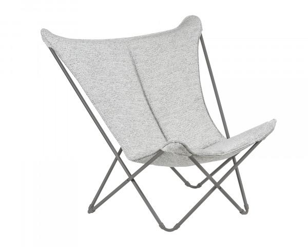 Lafuma Liegestuhl Sphinx in der Gestellfarbe Titane mit einem Sunbrella Bezug in der Farbe Tundra Grey als freigestelltes Bild - bowi.ch