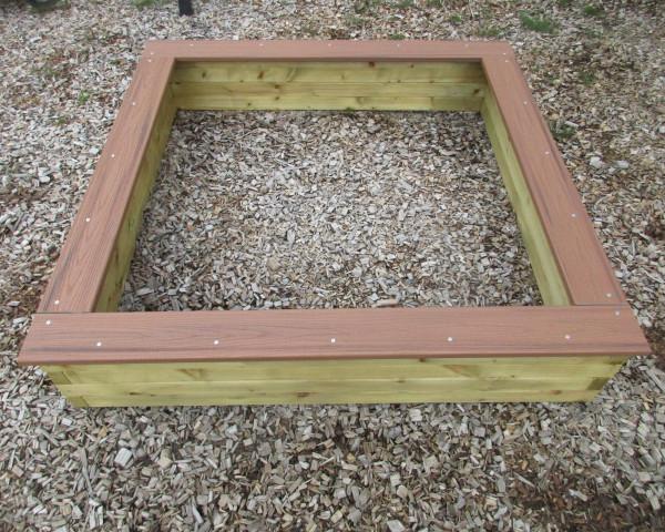 Sandkasten mit rissfreiem PD Sitzbrett - bowi.ch