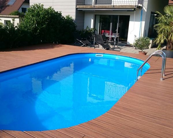 Schwimmbecken SWIM oval Folie blau Erdeinbau mit Holzboden - bowi.ch