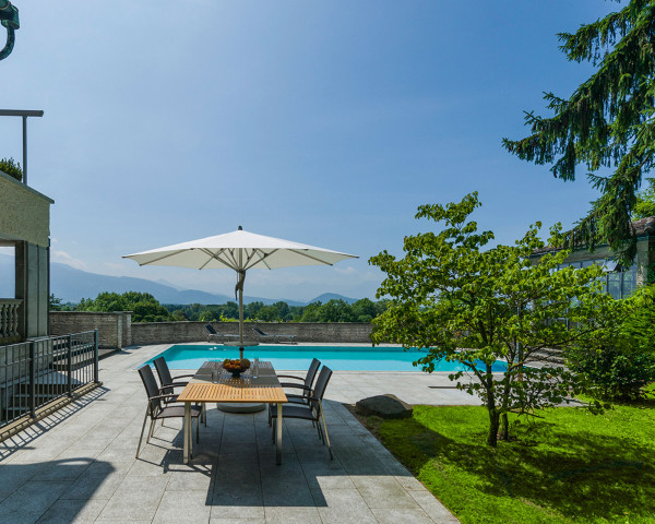 Sonnenschirm Fortero® Glatz Rund 350 cm in crema am Pool - bowi.ch