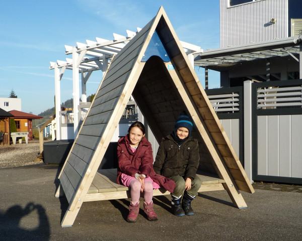 Spielhaus Triangel mit Kinder - bowi.ch