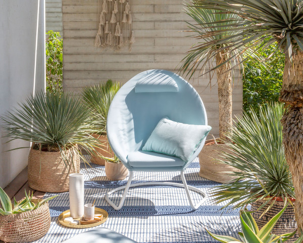 Lafuma Cocoon Lounge Chair Stahl Gestell Kaolin Textilen Hedona Priviliege Celadon unter Palmen - bowi.ch