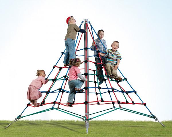 Kletterpyramide Egg mit spielenden Kindern - bowi.ch