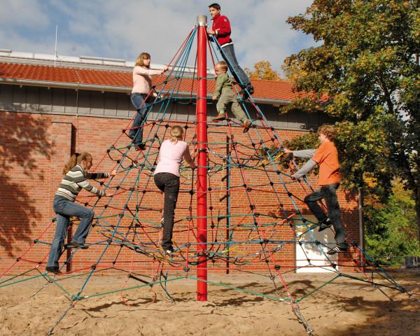 Kletterpyramide Rigi mit Kindern - bowi.ch