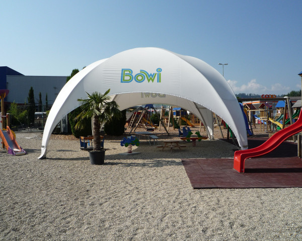 Bowi Eventzelt im Spielpark mit Logo - bowi.ch
