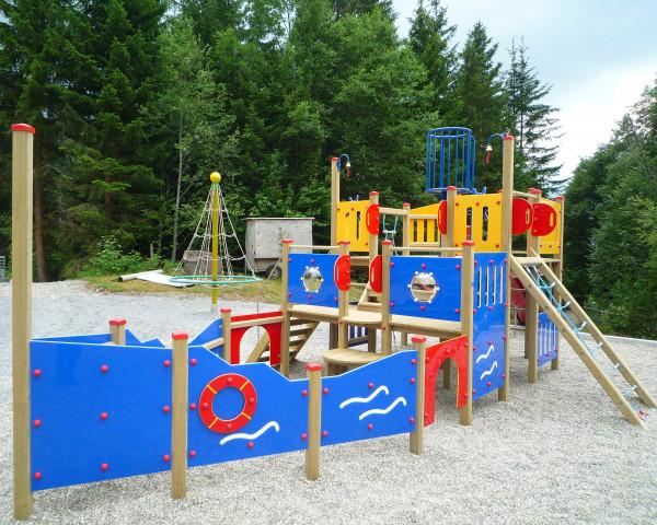 Spielturm Takatuka mit Klettermöglichkeiten - bowi.ch