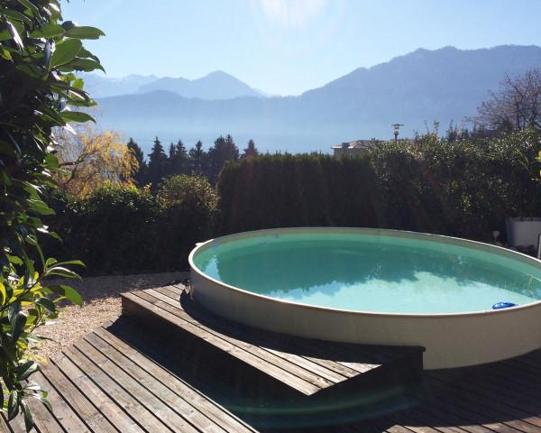 Swimmingpool rund Typ FUN halb versenkt Umrandung Holzboden - bowi.ch