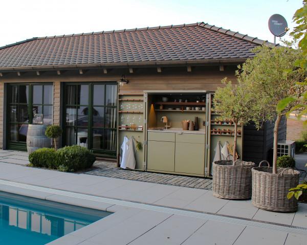 Cubic Outdoorküche geöffnet auf Terasse - bowi.ch