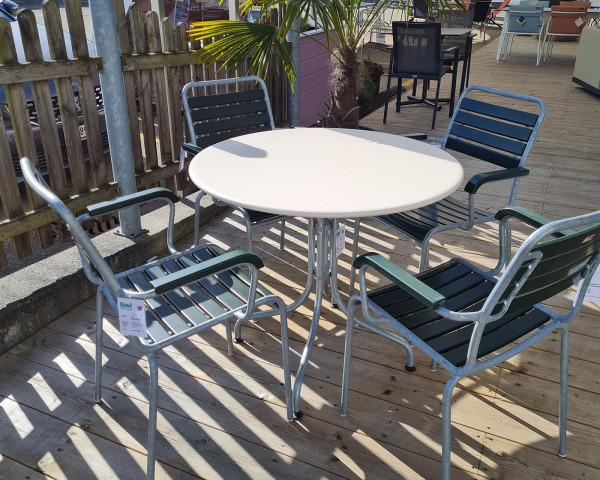 Gartentisch Set St. Moritz Rigi Rund 90 cm Tischplatte Pastellsand Stuhl Tannengrüne Gestell Feuerverinkt - bowi.ch