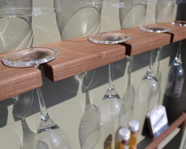 Cubic Outdoorküche Details Stauraum Schranktüre Gläser - bowi.ch