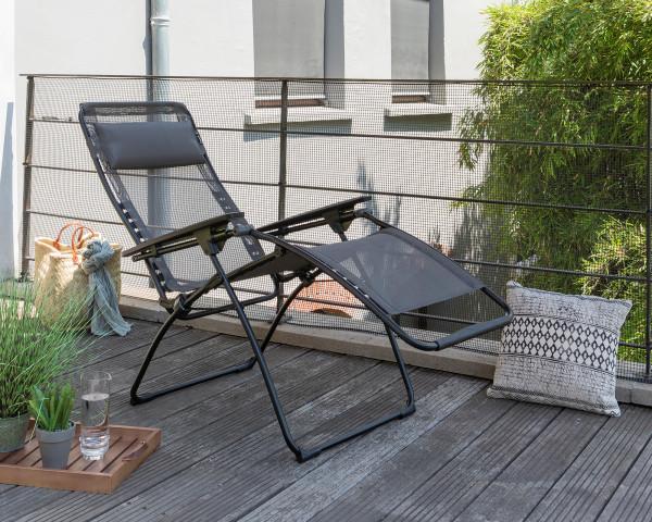 Lafuma Futura Relax Sessel klappbar Clipe in Obsidian auf Terrasse - bowi.ch