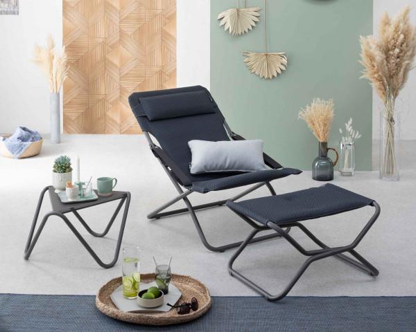 Lafuma Hocker Next Be Comfort® in der Farbe Dark Grey zusammen mit Transabed Be Comfort® in der Farbe Dark Grey mit Beistelltisch Vogue Titane - bowi.ch